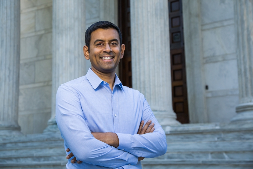 Photo of Professor Arvind Narayanan