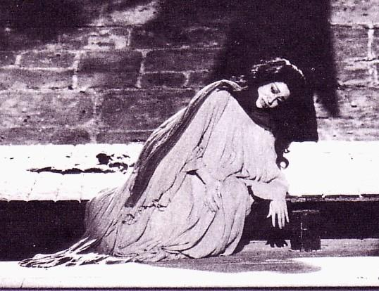 macbeth sleepwalking scene essay This is ironic because in act 5 scene 1 it becomes extremely clear when lady macbeth begins sleepwalking that she is the one who is thinking of nothing else but their heinous crimes and it is making her mentally unstable.